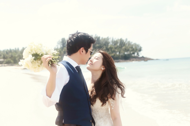 DarrenLeBeuf_SavaVilla_Thailand_Phuket_Berinmade_IanStuart_JennyYoo_JimmyChoo_wedding_destination_beach_outdoor_045