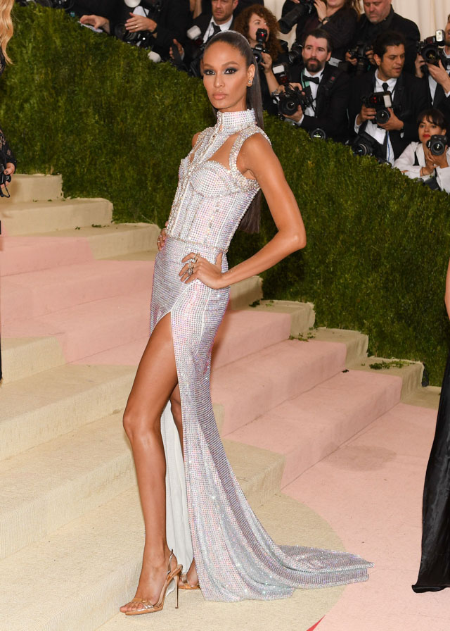 033-MetGala2016-joan-smalls