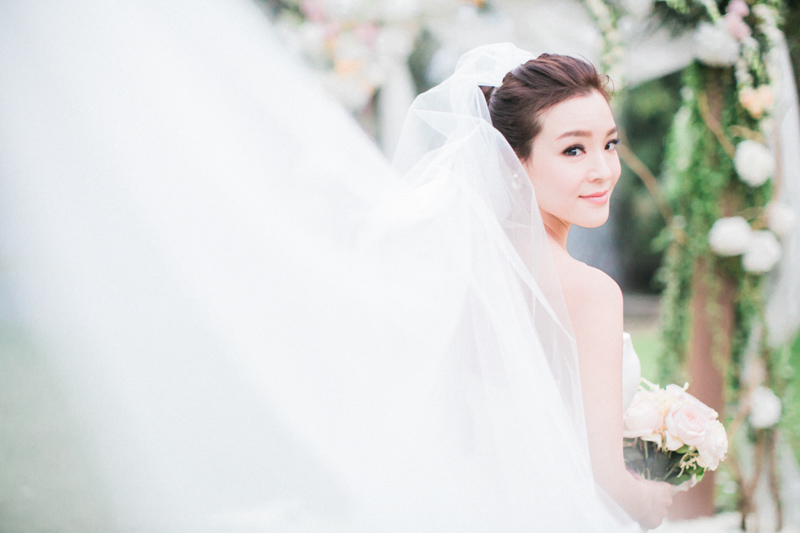 JadaPoon-Shanghai-MoniqueLhuillier-Centralweddings-TheLaceAtelier-JennyPackham-film-outdoor-destination-overseas-wedding-hongkong-065