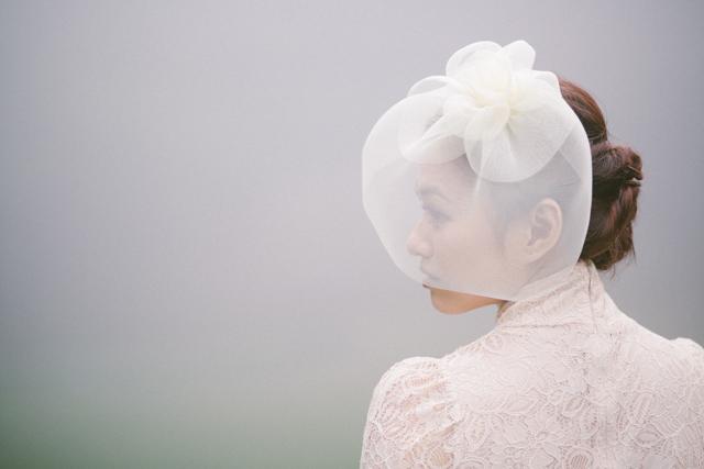 hughshue-perfectproposal-hongkong-peakgarden-engagement-aliceinwonderland-vintage-foggy-022