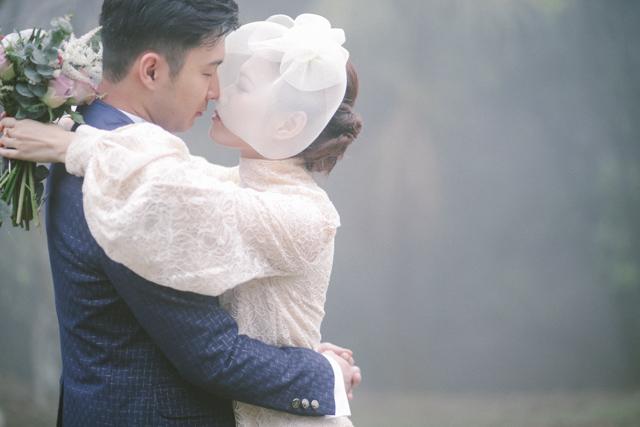 hughshue-perfectproposal-hongkong-peakgarden-engagement-aliceinwonderland-vintage-foggy-028