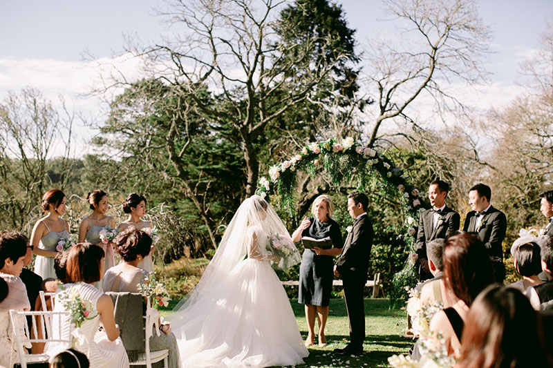 lara-hotz-overseas-wedding-big-day-australia-milton-park-country-house-033