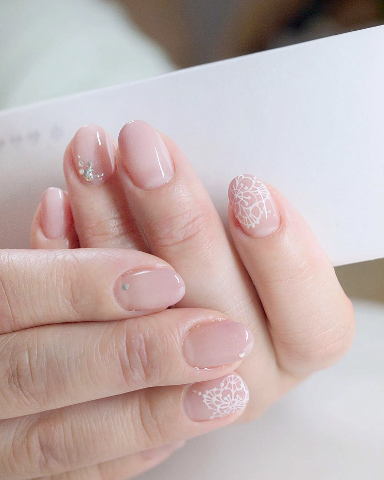 35 nail art designs for your wedding hong kong wedding blog for a classic look here are some elegant styles with dainty details that will make your nails look extra feminine prinsesfo Images