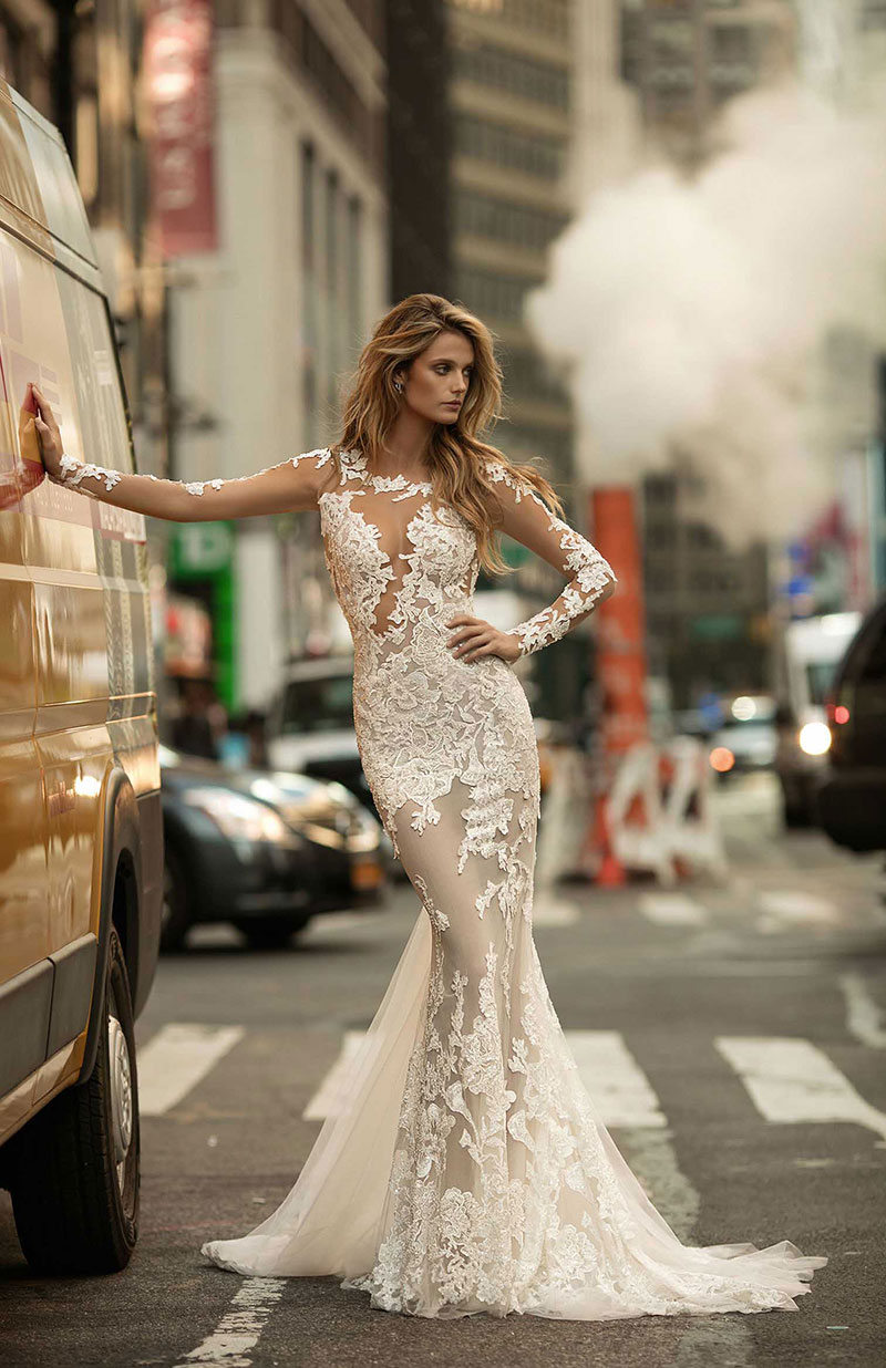 Tips on How to Pull Off a Sexy Wedding Dress  3659ab12b